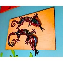 Pebbles & drift wood artwork - Colorful Lizards design