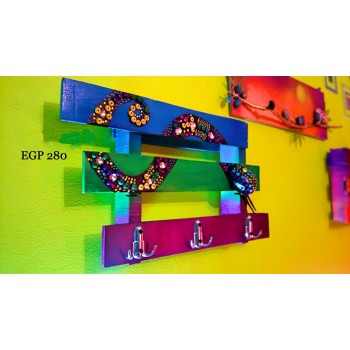 Recycled wood pallet - decorative colorful hanger